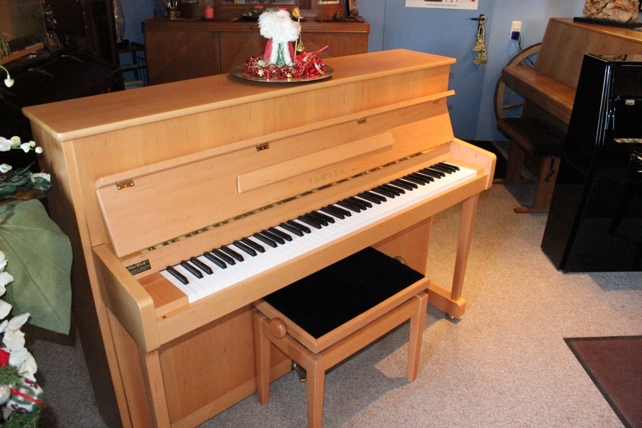 Yamaha Klavier Modell P-112 Erle satiniert